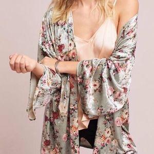 Velvet floral kimono! One size! 🌺